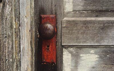 Puerta exterior: Lo que necesitas saber en tu comunidad de vecinos