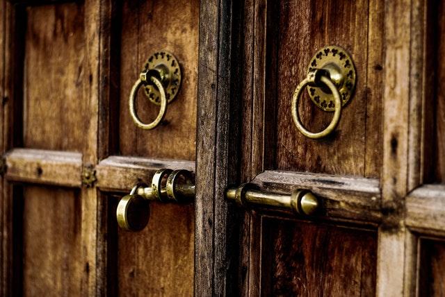 puerta exterior hierro